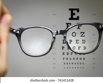 eye test chart trough glasses