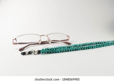 eyeglass chain made with beads, eyeglass necklace