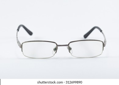 Eyeglasses shape pretty legs of steel makes it sturdy and durable for use.