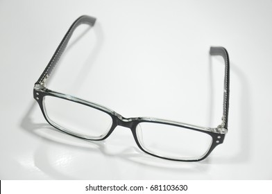 Eyeglasses for short-sighted and long-sighted people To read and to see