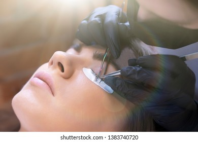 eyelash extension procedure in the beauty salon