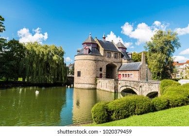 Ezelpoort (Donkey's gate), fortified gate on the river, in the medieval city of Bruges, Belgium