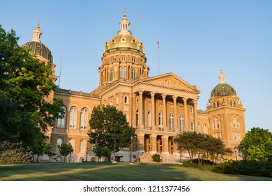 Facade of the Iowa State Capitol Building in Des Moines, Iowa