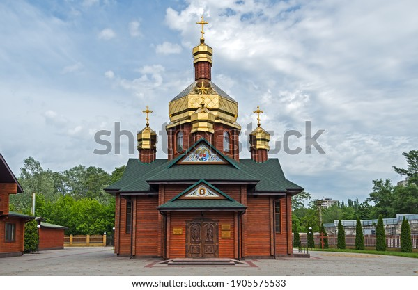 facade-log-church-three-gilded-600w-1905