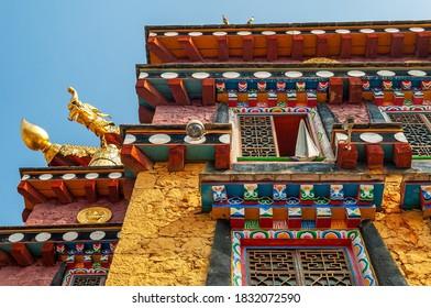 Facade of the Tibetan Buddhist monastery Ganden Sumtseling Songzanlin, Yunnan, China.
