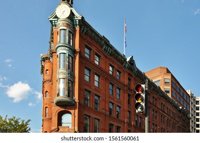 Facades of buildings in the center of Washington seen at an angle