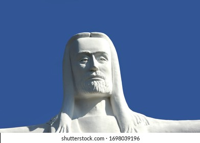 Face of Christ appears to be watching, never sleeping, knowing all.  Christ of the Ozarks is in Eureka Springs, Arkansas.
