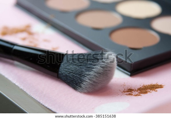 Face contour powder blush kit with soft angled brush