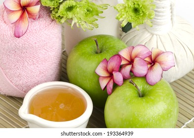 Face mask with green apple and honey
