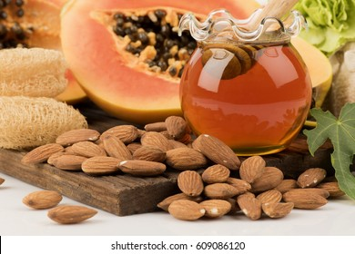 Face Mask with papaya Honey and almond seeds (Reduce freckles and dark spots formulas)