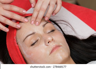 Face massage in the spa