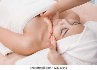 face massage in Thai spa