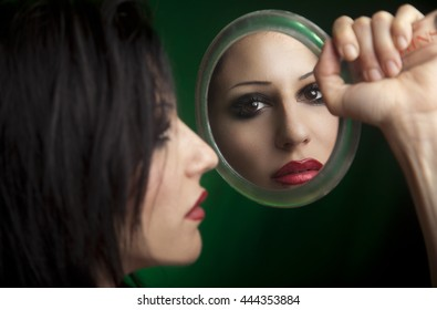 FACE ON MIRROR