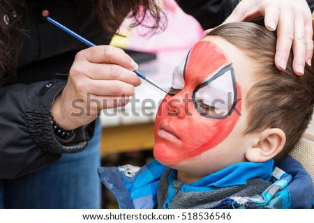 Face painting artist painting