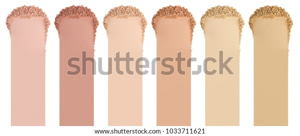 フェイスパウダー。面の基礎のスミア。コスメティック塗り付け。白い背景に分離型
