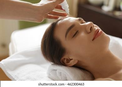 girls receiving head