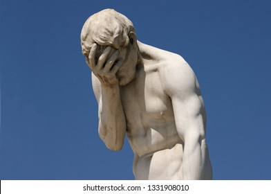 Facepalm: A statue holdings its face