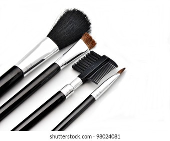 Facial makeup brushes to apply