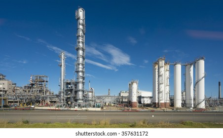 Factionating columns and distillation towers in a oil refinery