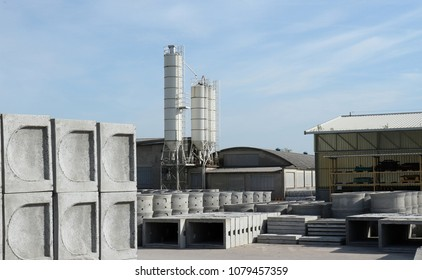 Factory of precast concrete products for building, infrastructures and various uses