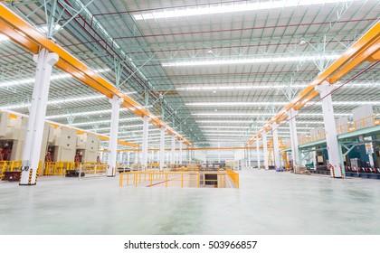 Werkstattwerkstatt-Inneneinrichtung und Maschinen