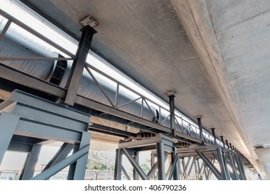 failure of steel column support for water pipe