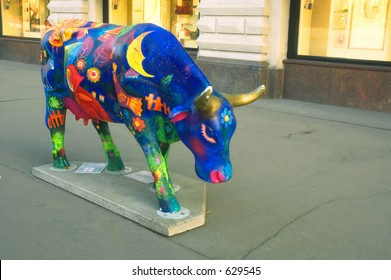 Fairy painted plactic cow at the Red Square [#5203]