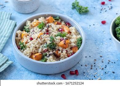 Chevalier d'automne, citrouille de courge de noix de beurre, grenade et salade de quinoa