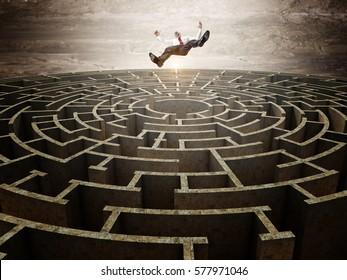 falling man and 3d circular maze