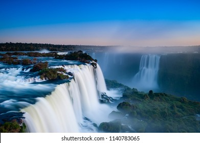 Iguaçu Falls seen from top to bottom