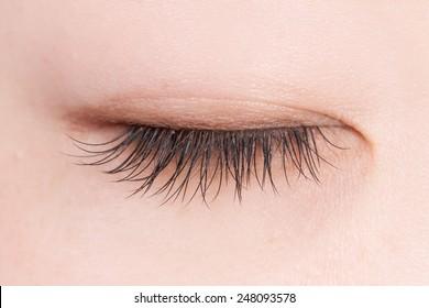 False eyelashes of the Asian woman