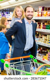 Family buying groceries in supermarket
