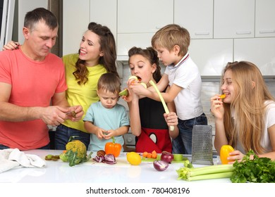 family with children prepared foods for lunch