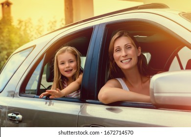 family drivin in summer vacations