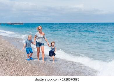Family enjoy the sea. Sea waves