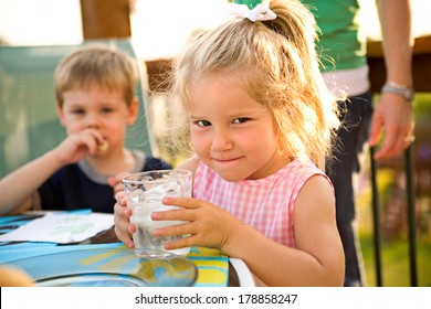 Family: Little Girl Drinks Water While Waiting For Dinner