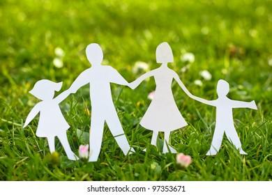 Familienpapier auf Gras