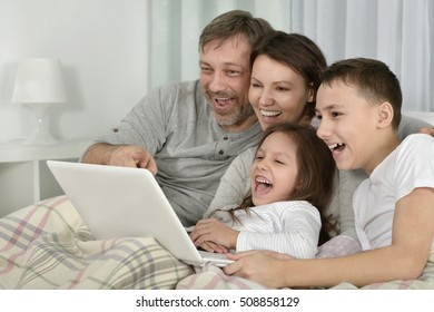 Family sitting with laptop