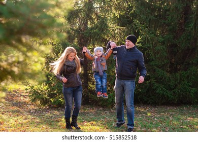 The family walks in the Park in autumn