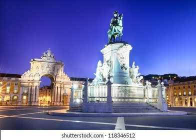 Famous arch at the Praca do Comercio showing Viriatus, Vasco da Gama, Pombal and Nuno Alvares Pereira