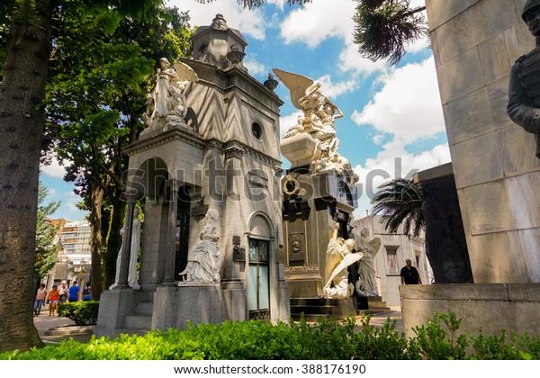 有名墓地 – セメンテリオ・デ・ラ・レコレタ
