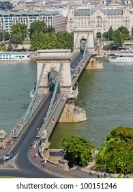 The famous Chain Bridge across the Danube in Budapest, Hungary, Europe