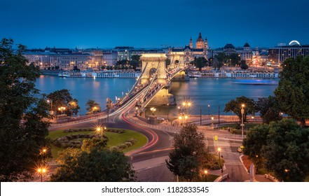 The famous Chain Bridge in dusk