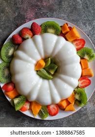 Famous and Delicious Tropical Pudding from Indonesia.  Hidangan Puding dan buah segar pembuka puasa.