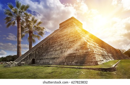 Famous El Castillo pyramid (The Kukulkan Temple, feathered serpent pyramid) at Maya archaeological site of Chichen Itza in Yucatan, Mexico.