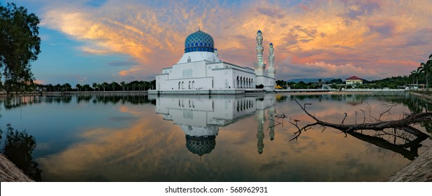 The famous Masjid Bandaraya in Sabah during Sunset has the mirror effect