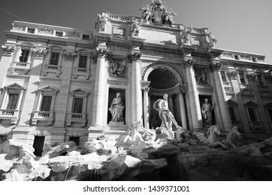 Fontaine Noir Et Blanc Images Stock Photos Vectors