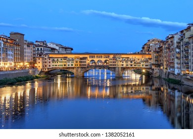 Famous Ponte Vecchio (Old Bridge) spanning over the Arno river in Florence (Firenze), Tuscany, Italy.