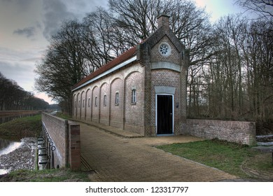 Famous Schuivenhuisje (Dinkelhouse) at Canal Almelo - Nodhorn, The Netherlands