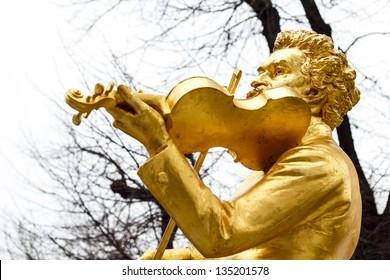 Famous statue of Johann Strauss at Stadtpark in Vienna, Austria.